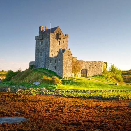 Dunguire Castle, Medieval, history, banquet